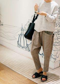 "Pantalon façon "" sarwel "" + pull beige"
