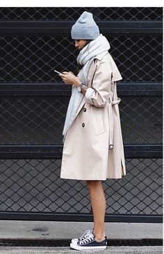 street style - trench coat, all stars