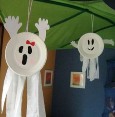 Easy Halloween Ghosts! Get the kiddies involved! No instructions. Sorry. You'll have to wing it!