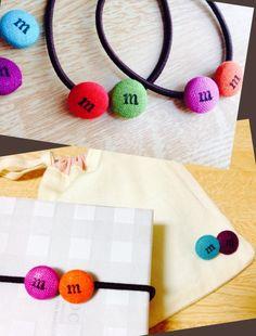 バレンタインはチョコと一緒にほんのちょっと手作りのものを添えて♪100均の材料で簡単に作れる、あのちっちゃいチョコみたいなボタンを使ったプチギフトの紹介です♪