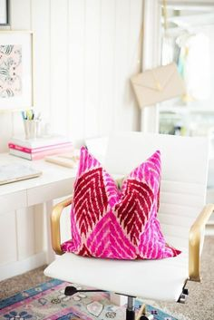 home office, bright pink pillow, white office chair with gold arms Home Office Design, Home Office Decor, House Design, Office Decorations, White Office, Gold Office, Pink Office, Bright Office, Farmhouse Side Table