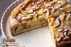 La torta di mele alla crema di arancia nasce dall'idea di voler dare un diverso tocco aromatico alla più classica torta di mele che è da sempre uno dei d