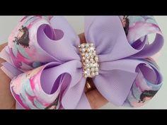 LAÇO BAMBOLÊ ( FITA ESTAMPADA)🎀 - YouTube Making Hair Bows, Diy Hair Bows, Diy Bow, Ribbon Crafts, Ribbon Bows, How To Make Hair, How To Make Bows, Mini Mouse Baby Shower, Crochet Wallet