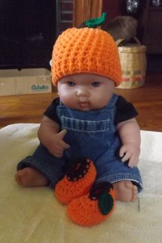 Juicy orange baby hat and booties set by NutHouseKnots on Etsy