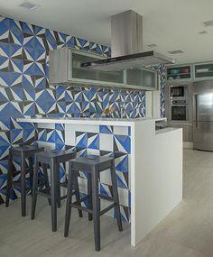 Fotos: Além da cozinha, azulejos coloridos são atração em ambientes nobres da casa - 28/11/2018 - UOL Universa