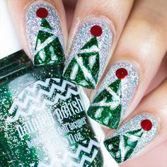 36 Cool Shimmering Christmas Nails ★ Christmas Arts for Holidays Mood Picture 5 ★ See more: http://glaminati.com/cool-shimmering-christmas-nails/ #shimmernails #naildesigns
