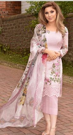 Simple Pakistani Dresses, Pakistani Fashion Casual, Indian Fashion Dresses, Dress Indian Style, Pakistani Dress Design, Pakistani Outfits, Indian Outfits, Salwar Suits Pakistani, Latest Salwar Suits