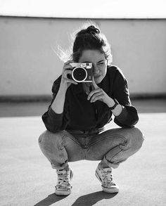 Photographer Self Portrait, Self Portrait Photography, Girl Photography Poses, Color Photography, Girls With Cameras, Pose Reference Photo, Photography Challenge, Female Photographers, Artist Gallery