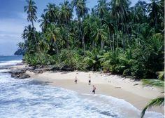 Hay es 800 millas de costa en Costa Rica.