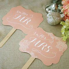 . おはようございます♩ . 先日ご紹介した@i.romanthings 様では ケーキトッパーの他、素敵なフォトプロップスの販売もございます♡ . #wedding #weddingitem #photoprops #props #結婚式 #フォトプロップス #プロップス #ウェディングアイテム #toiromarche #tgoo