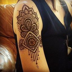 Henna Tattoo Designs On Shoulder . Awesome henna beauty or Mehndi black tattoo then Click Visit link above to read Mehndi Tattoo, Henna Tattoos, Henna Ink, Henna Body Art, Henna Tattoo Designs, Henna Mehndi, Tatoos, Mehendi, Tattoo Ideas