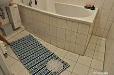 Badvorleger aus Handtuch und Spitzendeckchen / Bath mat made from towel and doily / Upcycling