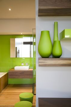Discover beautiful green bathrooms and how to use those ideas in your home #bathroom #smallbathroom #greenbathroom