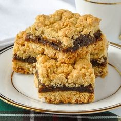 All our Nans made Newfoundland Date Crumble Squares & we still love them. My Aunt Marie made the best. The secret is the right amount of butter & filling. Newfoundland Recipes, Cookie Recipes, Dessert Recipes, Baking Recipes, Date Squares, Biscuits, Food Porn, Rock Recipes, Bar Recipes