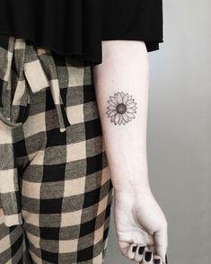 Blumen zeichnen- Blumen zeichnen Tattoo made by tattoo artist Andi from Porto Alegre. Mini Tattoos, Body Art Tattoos, Small Tattoos, Sleeve Tattoos, Sunflower Tattoo Small, Sunflower Tattoos, White Sunflower, Pretty Tattoos, Cool Tattoos