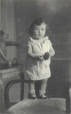 Regine- Gelbart age 4 Small girl killed in Auschwitz :(