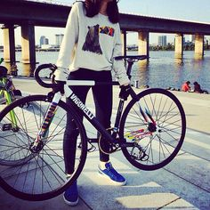Repost from via 낑낑 Fixed Gear Girl, Track Cycling, Bike Art, Aesthetic Fashion, Bicycles, Almond, Salad, App, Girls
