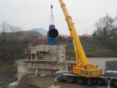 Realizzazione del fabbricato della centrale. Particolare installazione della turbina Kaplan