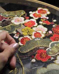 Los bordados son un arte delicado, con los que hay que ser paciente y meticuloso, tener una mano firme y ojo para los detalles.