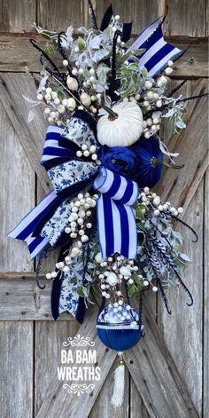 Thanksgiving Wreaths, Autumn Wreaths, Wreath Fall, Christmas Ribbon, Christmas Wreaths, Christmas Time, Christmas Crafts, Christmas Decorations, Velvet Pumpkins