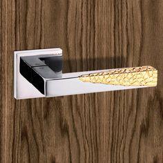 SP-224-CP/GP Senza Pari Novi Lever on Flush Rose - Polished Chrome - Gold Plated. #moderndoorhandle #moderndoorlever #moderndoorfurniture