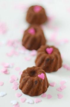 gugelhupf mit herz, wunderschön-gemacht gugls, valentine small cake idea, lovely