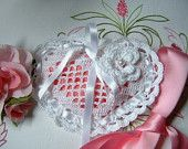Wedding favor bag performed hand crocheted in cotton white heart-shaped. Small crochet bag for wedding