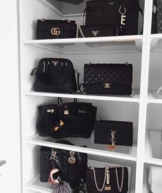 chanel, mode et gucci image - Alison Wolf Luxury Bags, Luxury Handbags, Purses And Handbags, Louis Vuitton Handbags, Fashion Bags, Fashion Women, Chanel Fashion, Fashion Handbags, Mochila Kanken