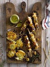 Brochette de pollo con papas asadas Tandoori Chicken, Spices, Ethnic Recipes, Food, Wings, Turkey Bird, Lunches, Finger Foods, Dinner