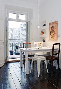 Dining // I can imagine sitting here with the newspaper & having a hot cup of coffee on a cold winter's morning..