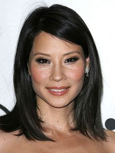 "Lucy Liu is back on ABC TV with a fabulous new series. Lucy does a smashing job playing the character of Mia Mason on ABC's brillian ""Cashmere Ma Classic Hairstyles, Trending Hairstyles, Pretty Hairstyles, Hair Health And Beauty, Hair Beauty, Medium Hair Styles, Long Hair Styles, Asian Hair, Hair Regrowth"