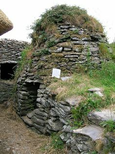 Beehive Hut - This stone beehive hut was just behind the famine house. Originally it was where monks lived, but over ti
