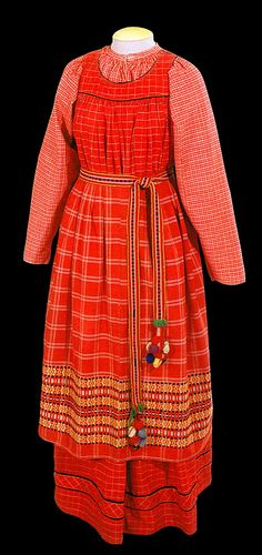 "Кислуха Л. Ф. Народный костюм Русского Севера-""The folk costume of the Russian North"" XIX - early XX century"