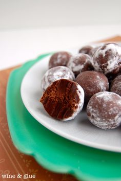 Delicious Mint Chocolate Truffles and so easy to make!    Wine & Glue #ganache #mint #chocolate #truffles
