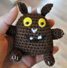 Maybe use as shape and make it up as we go along? Crochet Animals, Crochet Toys, Crochet Baby, Knit Crochet, Knitting Patterns, Crochet Patterns, Crochet Ideas, Gruffalo's Child, Baby Shawl