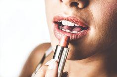 Weißere Zähne mit dem richtigen Lippenstift - ganz ohne Bleaching! Mineral Makeup Brands, Best Makeup Products, Spice Girls, Makeup Backgrounds, Hd Backgrounds, Mascara, How To Apply Concealer, Luxury Cosmetics, Neck Cream