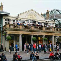 Esse é o Covent Garden Market em Londres. Datado de 1830 o mercado possui vários restaurantes lanchonetes e outras lojas bacanas inclusive a famosa lanchonete novaiorquina Shake Shack inaugurada em 2013. #london #londres #england #coventgardenmarket #eurotrip #coventgarden #amoviajar #missãovt #fantrip #viajarpelomundo #queroviajarmais #travelblog #blogdeviagem #ilovetravel #travelgram #instatravel #viagemeturismo #lonelyplanetbrasil #viagemestadao #dicasdeviagem #rbbviagem #bemvindosabordo…