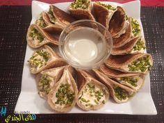 Syrische Pfannkuchen gefüllt mit Wallnüssen und Ashta
