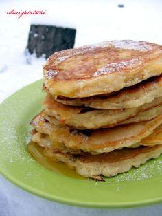 Hozzávalók: 2 csésze liszt 1,5 csésze tej 1/4 csésze cukor 1 kiskanál sütőpor 1 csipet só 2 tojás 2 nagyobb alma lereszelve A lisztet keverd el a sóval, cukorral és a sütőporral. A lereszelt almáho... Pancakes, Muffin, Brunch, Breakfast, Recipes, Food, Morning Coffee, Essen, Pancake