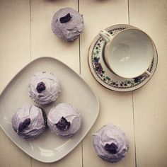 violet cupcakes Food Photography, My Photos, Purple, Instagram Posts, Cooking Photography, Purple Stuff