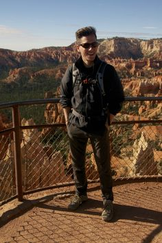 Comfy, relatively stylish hiking outfit.  Chinos from Ministry of Supply.  Just after sunrise at #BryceCanyon