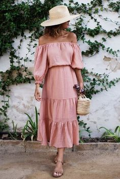 Off-the-shoulder dress for spring - spring outfit ideas- spring dresses Dress Outfits, Casual Dresses, Fashion Outfits, Fashion Tips, Midi Dresses, Style Fashion, Travel Fashion, Womens Fashion, Flower Dresses
