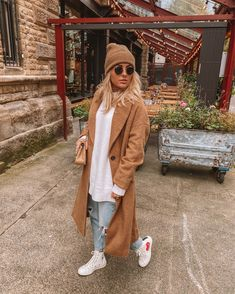 Only dressing in autumnal shades until pring 🍂 📸 🔎 Pieces ribbed beanie in beige Bershka oversized crew neck jumper… Winter Fashion Outfits, Fall Winter Outfits, Autumn Winter Fashion, Casual Outfits, Stil Inspiration, Cold Weather Outfits, Cold Day Outfits, Mode Streetwear, Casual Street Style