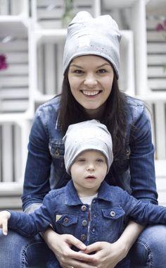 Jak krople wody :) zdjęcia z sesji MiniMe z okazji Dnia Matki. Mama - kurtka - Benetton, synek - Smyk, czapki - Novamoda.pl