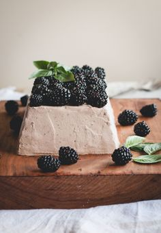 Blackberry Mascarpone and Gingersnap Icebox Cake