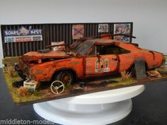 1-18-DUKES-OF-HAZZARD-DODGE-CHARGER-BARN-FIND-DIORAMA-CODE-3-JUNK-YARD