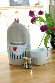 This FREE coffee cosy sewing pattern is sure to keep your extra strong coffee nice and toasty. Use beautiful coordinating fabric for a great project.