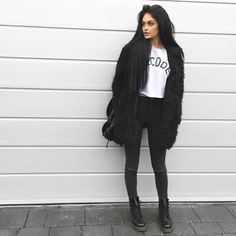 Fatima The Ladybird Latest Outfits, Edgy Outfits, Pop Fashion, Fashion Beauty, Fashion Trends, Fall Winter Outfits, Autumn Winter Fashion, Gina Lorena, Winter Stil