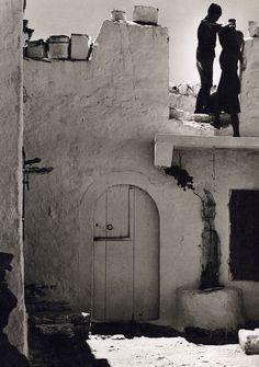 Ανώγεια. Nelly's - 1939 Santorini Sunset, Santorini Island, Crete Island, Greece Islands, Old Photos, Vintage Photos, Greece History, Old Maps, Photo B