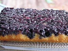 Thibeault's Table: Blueberry Upside Down Cake- totally yummy! Brownie Desserts, Blueberry Desserts, Just Desserts, Delicious Desserts, Yummy Food, Frozen Blueberry Recipes, Recipes With Frozen Blueberries, Blueberry Farm, Sweet Recipes